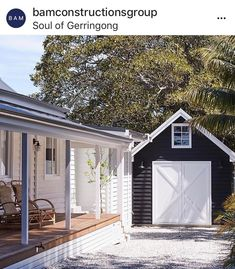 Some of my fav things - Weatherboards , verandahs and a sweet little barn garage at the gorgeous 💙 Garage Exterior, Barn Garage, Garage Doors, Barn Doors, Weatherboard House, Barns Sheds, Coastal Cottage, Beach Cottage Exterior, Facade House