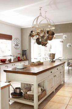 Kitchen Island Cart, Kitchen Rack, New Kitchen, Vintage Kitchen, Rustic Kitchen Design, Country Kitchen, Provence Kitchen, Flat Interior, Kitchen Styling