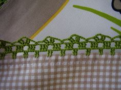 Pano de cozinha (pormenor do rebordo em crochet) Crochet Border Patterns, Crochet Boarders, Crochet Lace Edging, Crochet Quilt, Crochet Chart, Crochet Doilies, Hand Embroidery Stitches, Crochet Stitches, Button Hole Stitch