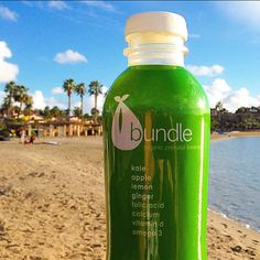 On the other (warmer) coast, wrapping up a fun weekend at @mommycon. This is our Kale, Apple, Lemon, Ginger Bundle Organics juice. Fortified with Iron, Folic Acid, Omega 3's, Calcium, and Vitamin D3