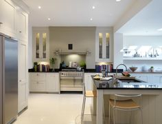 Shaker kitchen - Harvey Jones Colour of cabinets