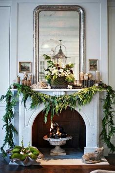 Last minute Christmas garland to make the holiday fireplace mantle look festive. Christmas Fireplace, Christmas Mantels, Noel Christmas, All Things Christmas, Winter Christmas, Christmas Decorations, Fireplace Mantel, Fireplaces, Fireplace Garland