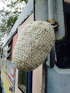 Wasps are great for the garden, but not so great as close companions….the best way to deter them is to use a decoy wasp nest, they won't invade another wasp territory. Crochet Bee, Chrochet, Free Crochet, Crochet Hats, Yarn Projects, Crochet Projects, Fake Wasp Nest, Crochet Patterns, Crochet Ideas