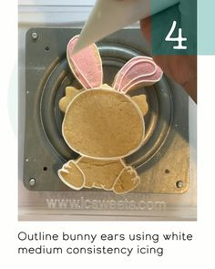 14 easy step by step tutorial on how to decorate the cutest floral Easter bunny cookies using royal icing. Sugar Cookie Royal Icing, Sugar Cookies, Easter Cookies, Birthday Cookies, Cookie Decorating Icing, Princess Cookies, Cookie Videos, Cookie Tutorials, Custom Cookies