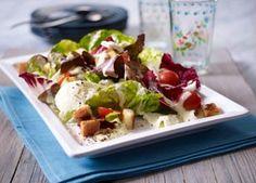 Salat mit Büffel-Mozzarella und Caesar-Salad-Soße