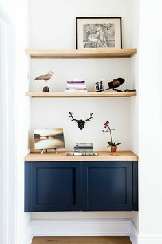 4 Prodigious Cool Tips: Long Floating Shelves Mirror floating shelves above couch frames.Floating Shelves Over Toilet Sinks floating shelf dressing table makeup vanities.Floating Shelves Over Tv Living Rooms. Black Floating Shelves, Floating Cabinets, Floating Shelves Bedroom, Floating Shelves Kitchen, Rustic Shelves, Shelves Over Couch, Shelves Under Tv, Wall Shelves, Glass Shelves