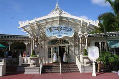 Family Traditions and Dining Revisions http://www.wdwfanzone.com/2015/08/family-traditions-and-dining-revisions/