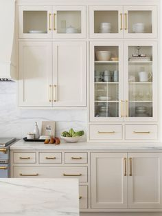 Home Decor For Small Spaces Beige kitchen cabinets inspo! Light and bright warm paint colors.Home Decor For Small Spaces Beige kitchen cabinets inspo! Light and bright warm paint colors. Off White Kitchen Cabinets, Off White Kitchens, Kitchen Cabinet Colors, Home Kitchens, Kitchen Decor, Kitchen White, Cream Cabinets, Kitchen Cabinetry, White Cabinets