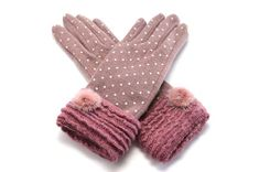 Dress your cute little hands in pure luxury this fall and winter with our amazing cashmere touch screen gloves! Made with cashmere and mink fur, with a soft kni