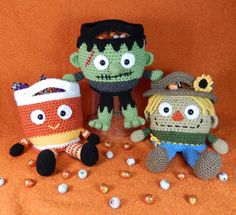 Frankenstein's Monster, Candy Corn and Scarecrow, Bucket Heads Trick or Treat Bag Pattern for Halloween par mojimojidesign sur Etsy https://www.etsy.com/fr/listing/206505487/frankensteins-monster-candy-corn-and