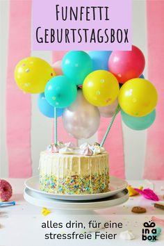 Yeeey endlich ist es soweit - unsere beliebte Funfetti Einschulungs-Box gibt's jetzt auch für den fröhlich-bunten Kindergeburtstag: die Funfetti Birthday...in a box. Mit jeder Menge bunten Ballons, tollen selbstkreierter Geburtstagsspiele und schönem Tischgeschirr! Für den buntesten Geburtstag seit es die Boxen gibt! Party Box, Diy Party, Party Decoration, Drip Cakes, Desserts, Food, Decor Ideas, Mini, Colorful Birthday