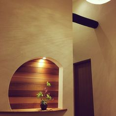 Asian Home Decor, quite clever plans, kindly see the styling ref 6702265674 now. Japanese Modern House, Japanese Wall, Japanese Interior Design, Japanese Design, Art Deco Design, Wall Design, Home Decor Bedroom, Entryway Decor, Japan House Design