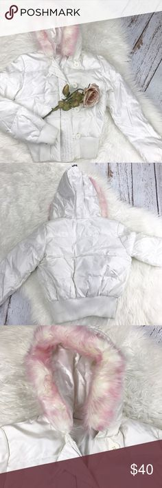 """💕SALE💕JLO White Puffer Jacket Adorable Jennifer Lopez White Puffer Jacket 82% Polyester 18% Nylon 22"""" from the top of the Shoulder to the bottom 21"""" from armpit to armpit Jennifer Lopez Jackets & Coats Puffers"""