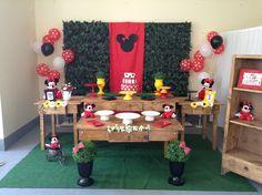 Decoração Minnie Vermelha rústico Minnie Mouse Birthday Theme, Minnie Mouse Party, Mouse Parties, 1st Birthday Parties, 3rd Birthday, Holidays And Events, First Birthdays, Mickey Mouse Birthday, Dessert Tables