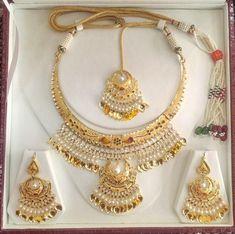 Head over Heels - Designer gold set Fancy Jewellery, Gold Jewellery Design, Stylish Jewelry, Gold Jewelry, Fashion Jewelry, India Jewelry, Jewellery Shops, Gold Bangles, Bangle Bracelets