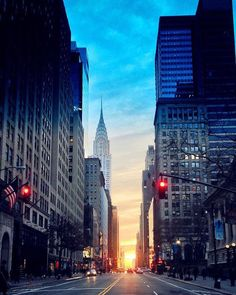 Cheguei NY minha cidade preferida do mundo para cobrir o #NYFW! Vocês não fazem ideia de como a cidade fica durante o Fashion Week. As pessoas se vestem de maneira mais fashionista os street style estão por toda cidade NY respira MODA! E eu estou aqui para mostrar tudo isto para vocês  @fhits #fhitsNY