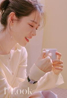 I am really enjoying watching my first ever drama with Son Ye-jin. The drama Pretty Noona Who Buys Me Food (Something in the Rain) is… Photoshoot Concept, Look Magazine, Korean Celebrities, Korean Actresses, Korean Beauty, Portrait, K Idols, Celebrity Weddings, Pretty People