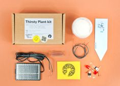 le kit Thirsty Plant de Technology Will Save Us. Pour fabriquer en une heure un capteur qui fonctionne à l'énergie solaire et détecte quand la plante manque d'eau. http://lecollectif.orange.fr/articles/tech-garden/