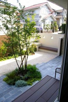 ガーデン施工事例 / メンテナンス、樹脂デッキ、目隠しフェンス デザイン、洗い出し、積水ハウス ガーデン デザイン