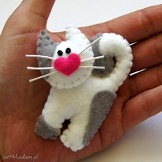 Pink little pigtail brooch of felt, baby jewelry, farmer's gift, gift for the breeder TinyArt Fabric Crafts, Sewing Crafts, Craft Projects, Sewing Projects, Felt Projects, Felt Cat, Felt Decorations, Felt Christmas Ornaments, Felt Brooch