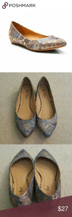 🔖Clearance- Two Lips Too Silver Paisley Flats 9 Clearance! Final reduction- Price is firm.  These gorgeous flats are chic and comfortable. They were only worn a handful of times and are in good used condition overall. Size 9, but may also fit someone who is between a 9 and 9.5. Two Lips Shoes Flats & Loafers