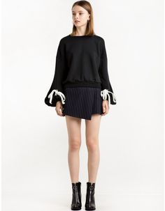 Balloon Sleeve Ribbon Tie Sweatshirt
