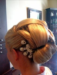 Musesalonandspa.com    Wedding Hair by Daniel Jones #danielmasonjones #musesalonandspa #kerastase #lpprous #bridalhair