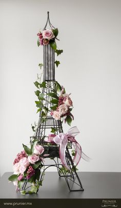 Paris flower arrangement http://boutique.prunier.mx/collections/collection-paris-arte-floral/products/tour-eiffel