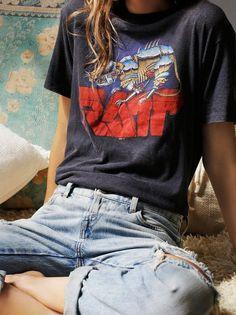 vintage tee + jeans. Simple style inspired by the nineties.