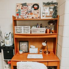at least i've accepted how extra i am ! (also obsessed with my dorm so i keep posting pics sry) at least i've accepted how extra i am ! (also obsessed with my dorm so i keep posting pics sry) Dorm Room Desk, College Dorm Desk, Cool Dorm Rooms, College Life, Dorm Desk Decor, Espn College, Room Decor, Dorm Life, College Dorm Storage
