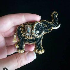 Автор @broshka_kbr   〰〰〰〰〰〰〰〰〰〰〰〰〰〰 По всем вопросам обращайтесь к авторам изделий!!!  #ручнаяработа #брошьизбисера #брошьручнойработы #вышивкабисером #мастер #бисер #handmade_prostor #handmadejewelry #brooch #beads #crystal #embroidery #swarovskicrystals #swarovski #купитьброшь #украшенияручнойработы #handmade #handemroidery #брошь #кольеручнойработы #кольеизбисера #браслеты #браслетручнойработы #сутажныеукрашения #сутаж #шибори #полимернаяглина #украшенияизполимернойглины