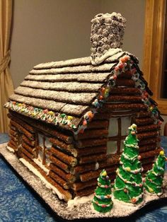 Christmas ~ pretzel log cabin - love this idea as a unique alternative to a gingerbread house Christmas Goodies, Christmas Baking, Christmas Treats, Winter Christmas, Christmas Holidays, Christmas Decorations, Xmas, Christmas Lights, Gingerbread House Designs