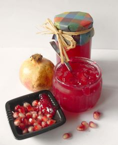Dolci a go go Pomegranate Jam, Kiss The Cook, Romanian Food, Marmalade, Cream Cake, Food Gifts, Creme, Jelly, Buffet