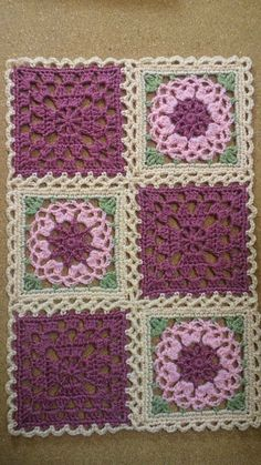Inspiration good photos but don t find a chart or pattern Crochet Motifs, Granny Square Crochet Pattern, Crochet Blocks, Crochet Diagram, Afghan Crochet Patterns, Crochet Squares, Crochet Stitches, Knitting Patterns, Granny Squares