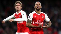 Walcott ăn mừng lạ mắt sau khi ghi bàn cho Arsenal