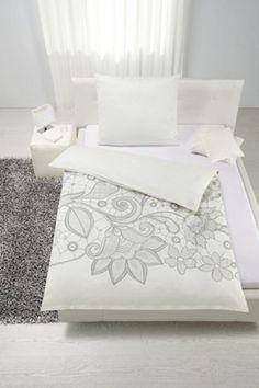 Bettwäsche aus 100% Baumwoll-Satin in der Farbe Weiß. B/L: ca. 135/200cm und 80/80cm.