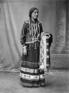 Photo of a Potawatomi Woman taken in 1904.  Oh, the ribbon work on her blanket/shawl...  <3