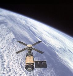 February 8, 1974 – After 84 days in space, the crew of Skylab 4, the last crew to visit American space station Skylab, returns to Earth.   http://www.spacefacts.de/mission/english/skylab-4.htm #TDIH