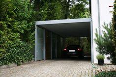 sehr hohe einzelgarage mit rolltor als doppelparker garage einzelgaragen pinterest. Black Bedroom Furniture Sets. Home Design Ideas