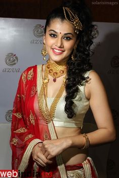 Taapsee Pannu launches Azva jewellery in Trivandrum  http://movie.webindia123.com/movie/asp/event_gallery.asp?cat_id=2&p_id=0&e_no=6113