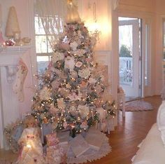 pink and White Christmas decorating #ShabbyChic #Christmas pb≈