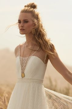 Rembo styling — Collectie 2018 — Solid Gold: Prachtige tulle en kant jurk. Zeer zachte, vrouwelijke look.