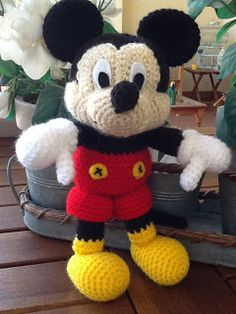 No Pattern (Pic Tutorial). Crocheted Mickie Mouse Doll.