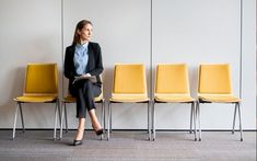 100 emberből maximum 5 lesz hosszú távú dolgozó   HR Világ Resource Management, Bar Stools, Chair, Furniture, Career, Home Decor, Interview, Europe, Bar Stool Sports
