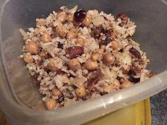 Rijstsalade met kikkererwten, dadels en noten Oatmeal, Breakfast, Food, The Oatmeal, Morning Coffee, Rolled Oats, Essen, Meals, Yemek
