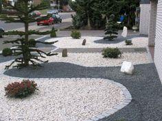 Bild von http://freshideen.com/wp-content/uploads/2014/03/vorgartengestaltung-mit-kies-immergr%C3%BCne-pflanzen-tannen-kieselsteine.jpg