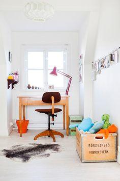 my scandinavian home: Children's bedrooms Kids Desk Space, Kids Workspace, Swedish House, Deco Design, Scandinavian Home, Kid Spaces, Work Spaces, Kids Decor, Kids Furniture