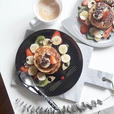 Gourmandises & jour férié 🍴🍓🐈 #LesdejdeSokeen #Food #InstaFood #Pancake #HappyDay #Eat #HelloMay