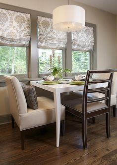 Such a cute dine in kitchen idea for limited space!
