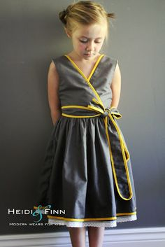HeidiandFinn moderne porte pour les enfants: Motif Remix - Safran Twirl Dress par Zafarani